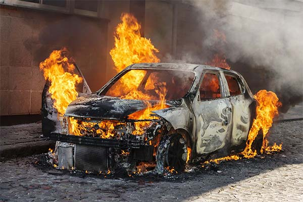 Автомобилей горит