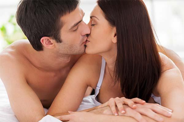 Целоваться во сне с мужем
