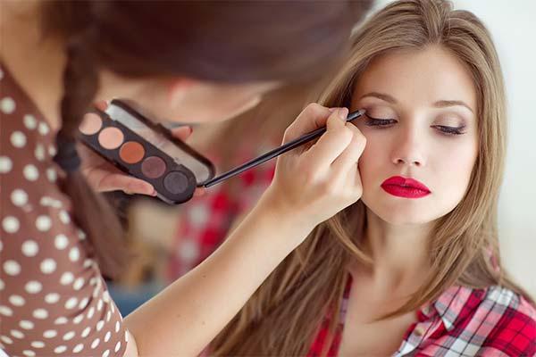 К чему снится макияж