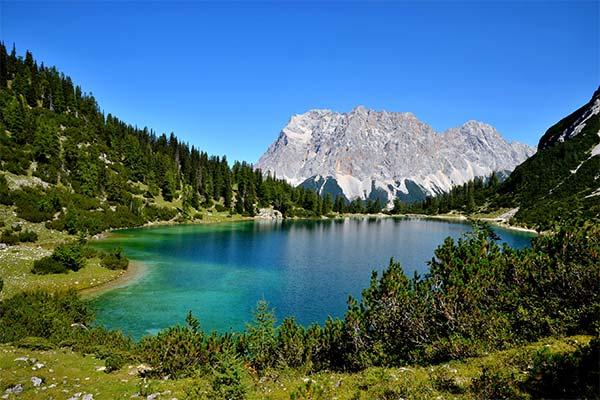 Озеро в горах во сне
