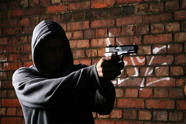 С каким оружием приснились бандиты