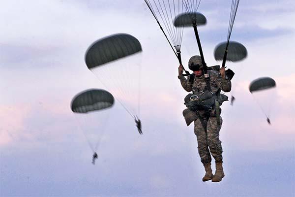Военные парашютисты во сне