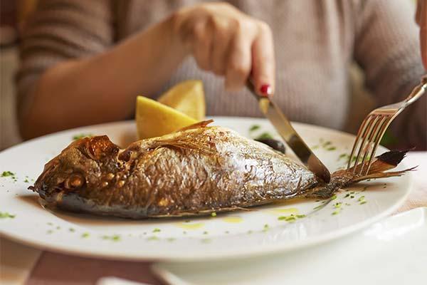 Кушать жареную рыбу во сне