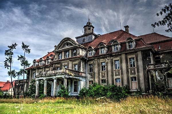 Заброшенный дворец
