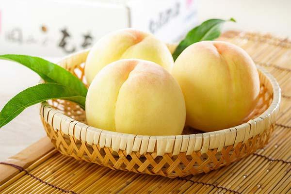 Белые персики во сне