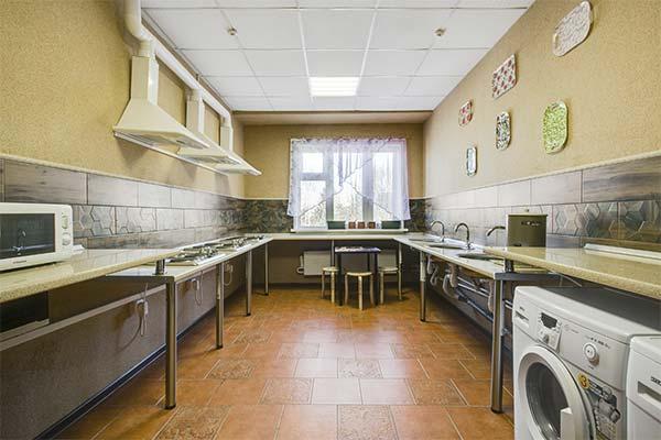 Кухня общежития во сне