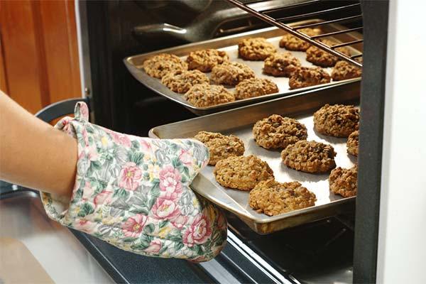 Печь печенье