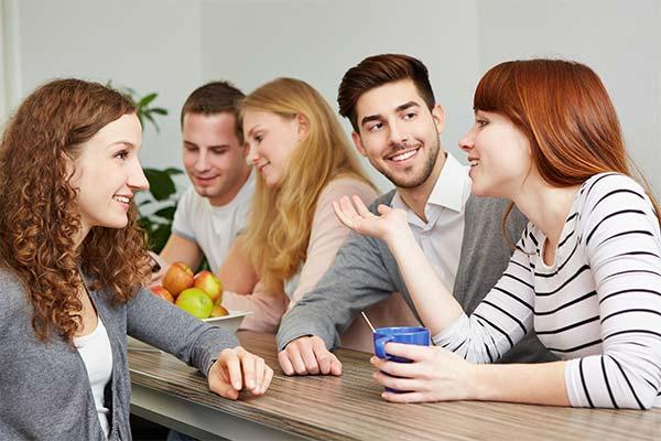 Разговаривать с одногруппниками