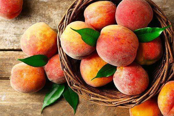 Сонник персики
