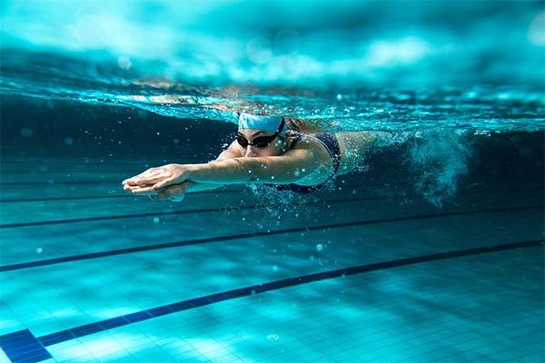 Сонник плавать в бассейне