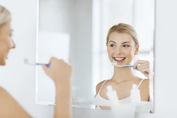Чистить зубы в ванне