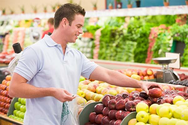 Покупать на рынке яблоки