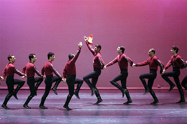 Армяне танцуют