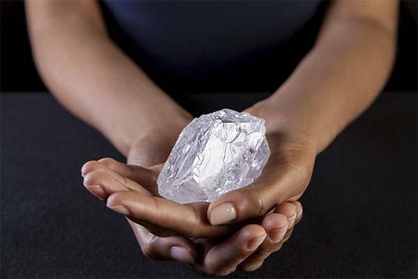 Держать в руках алмаз