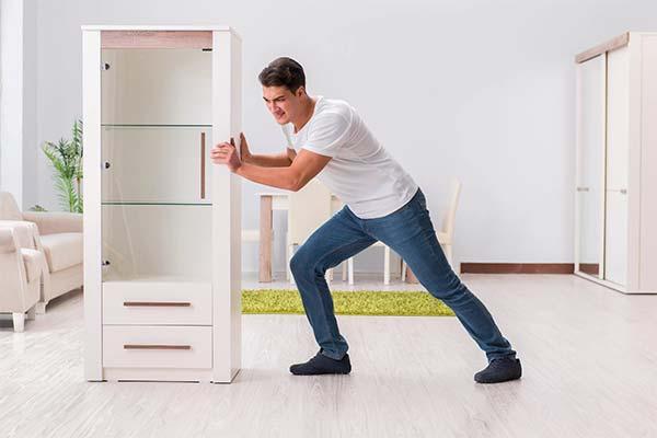 Двигать шкаф во сне