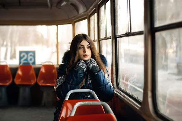 Ехать в трамвае