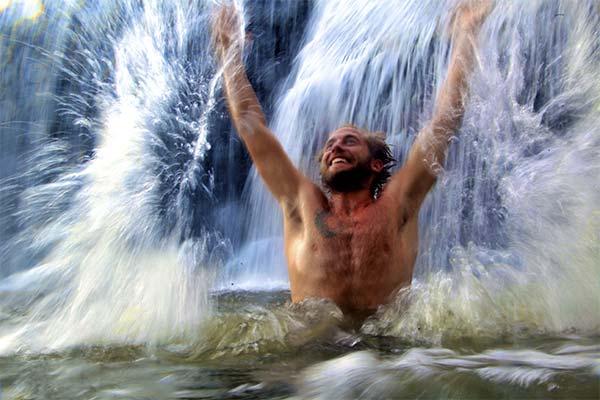 Купаться в водопаде во сне