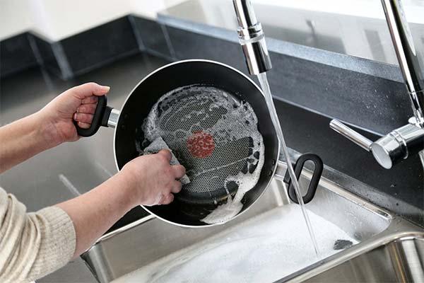 Мыть сковороду во сне