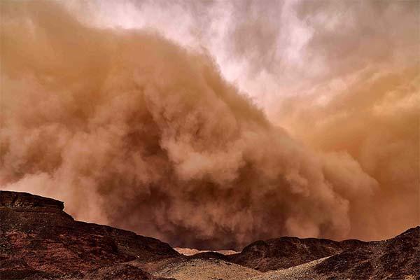 Песчаная буря в пустыне