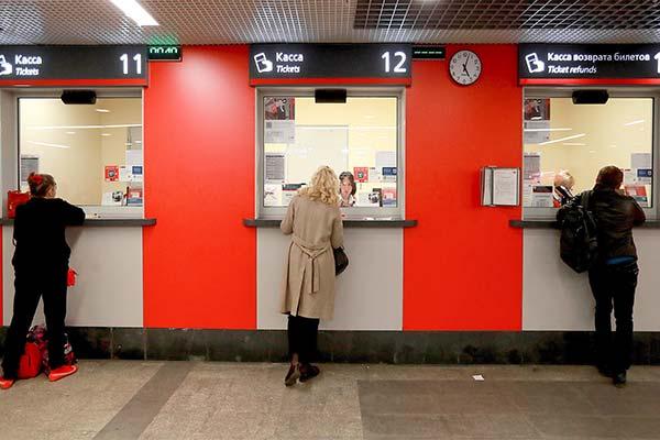Покупать билет на поезд в кассе