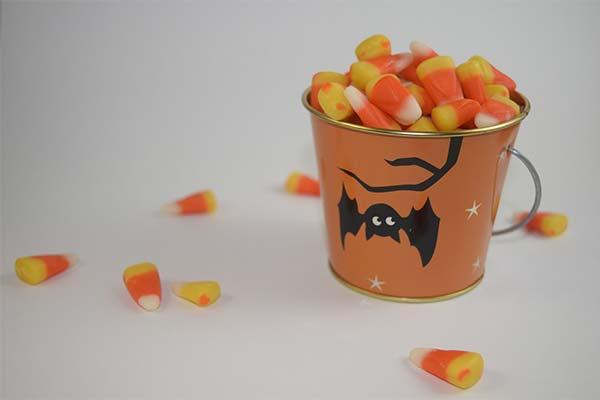 Ведро с конфетами