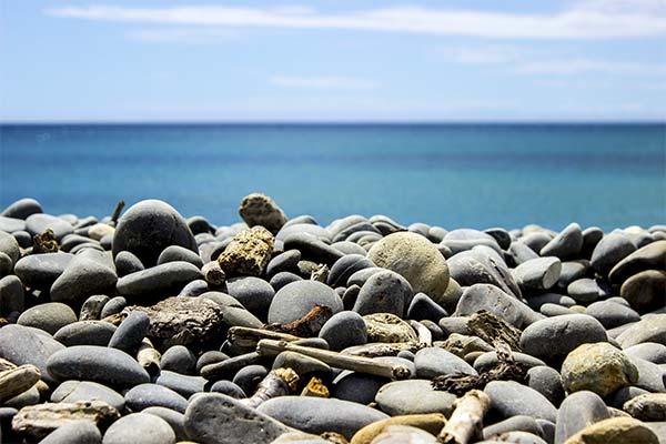 Галька на берегу моря