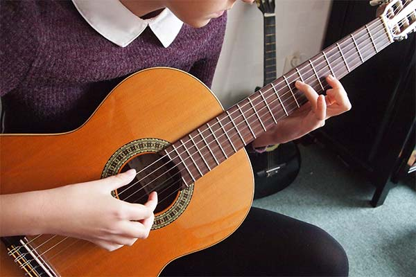 Гитара в руках