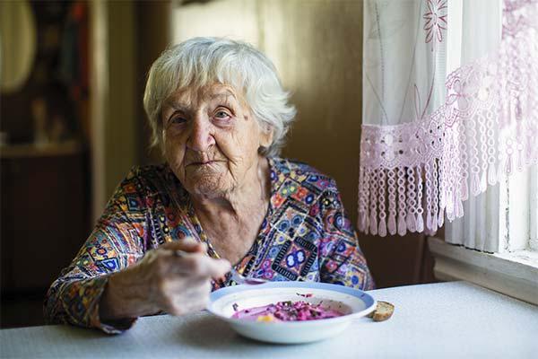 Бабушка кушает