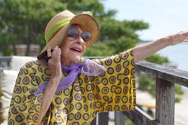 Бабушка в шляпе