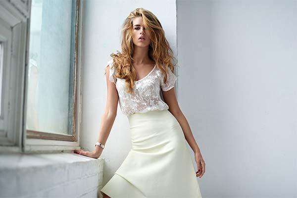 Бышая девушка в белом платье