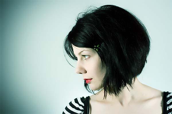Черные короткие волосы