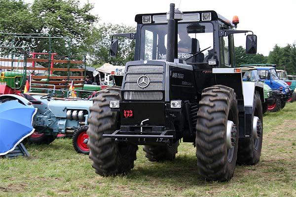 Черный трактор