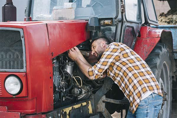 Чинить трактор во сне