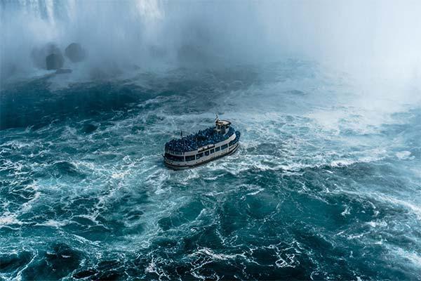 Плыть в шторм на корабле