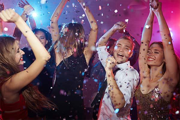 Танцевать на дискотеке во сне