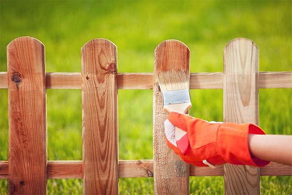 Красить во сне маленький забор