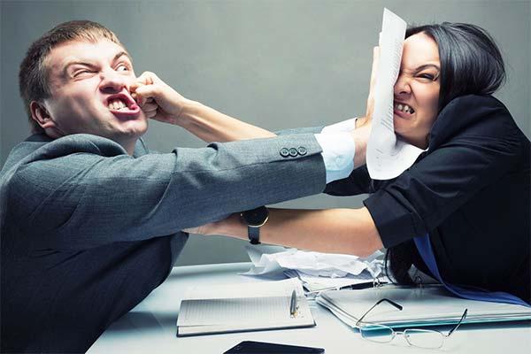 Сонник драться с коллегой