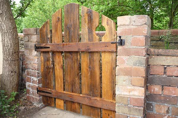 Сонник калитка в заборе