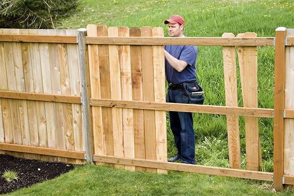 Сонник мужчина строил забор