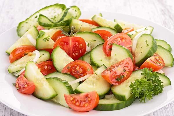 Сонник салат из огурцов и помидоров