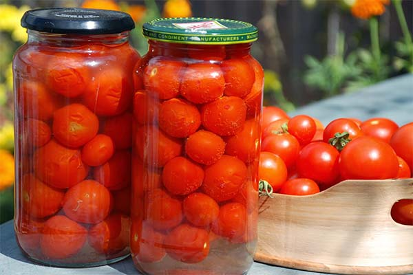 Сонник соленые помидоры в банке