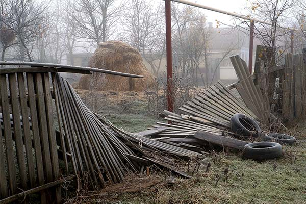 Сонник упал забор