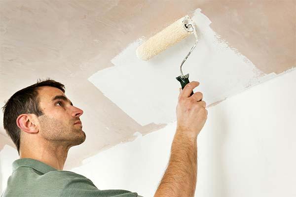 Сонник белить потолок