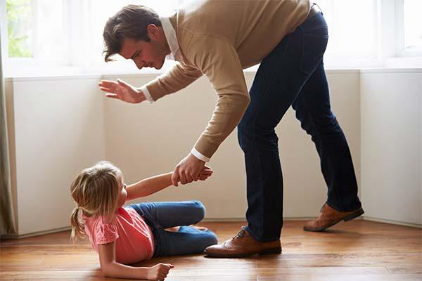 Сонник бить девочку