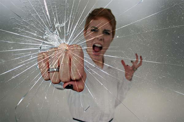 Сонник бить стекло