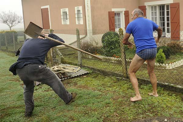 Сонник драться с соседом