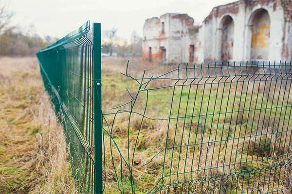 Сонник ломать забор