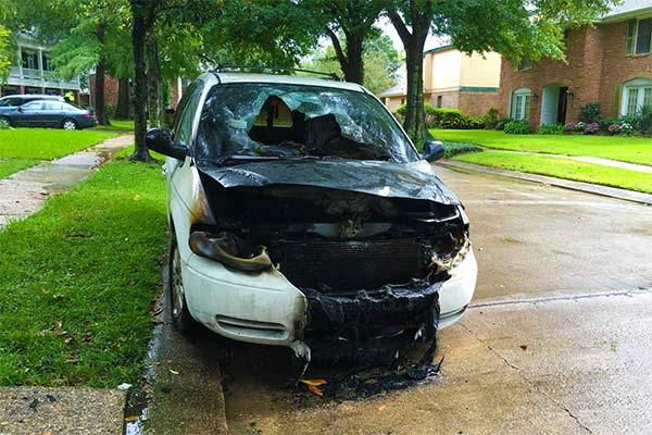 Сонник молния ударила в машину
