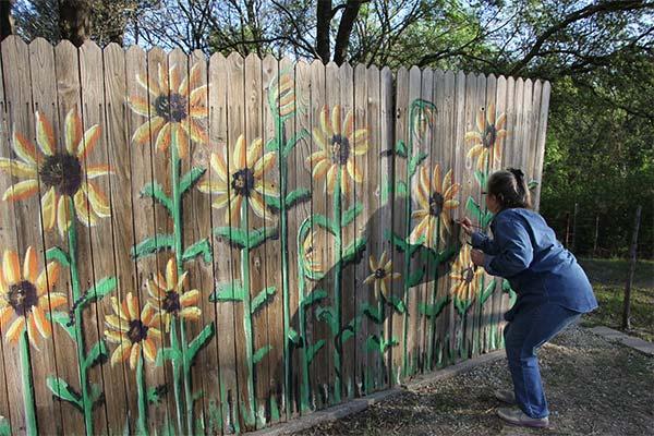 Сонник рисовать на заборе