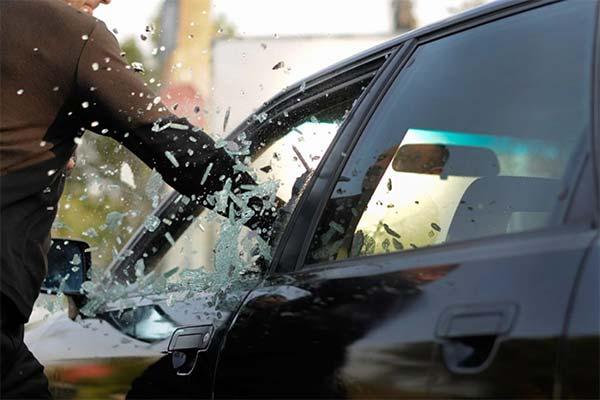 Сонник бить машину